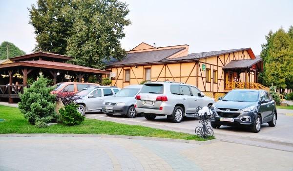 gala-kamyanets-podilsky-restaurant-parking-puaro